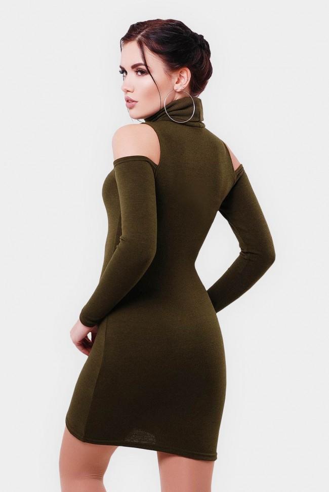Оливковое платье-миди с вырезами на плечах