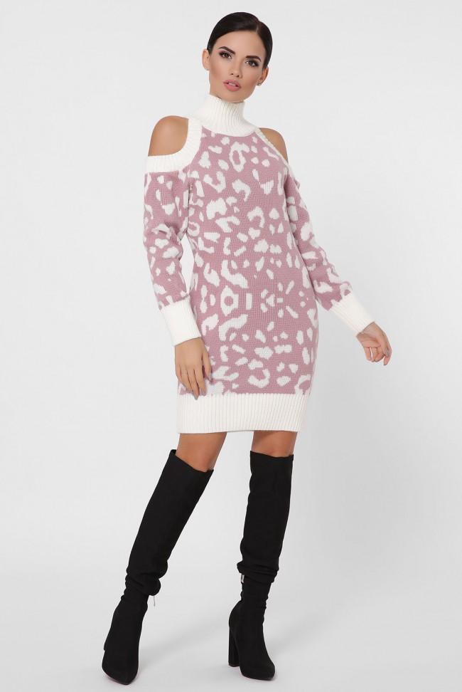 Вязаное пудровое платье с леопардовым принтом и открытыми плечами. VPA0001