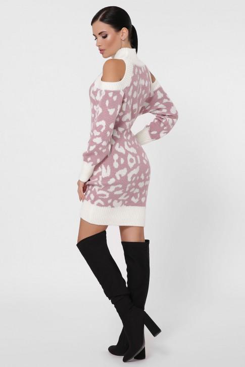 Вязаное пудровое платье с леопардовым принтом и открытыми плечами. VPA0001 (фото 2)