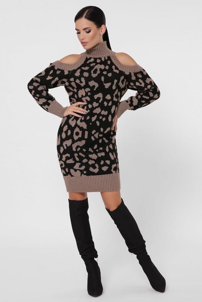 Вязаное платье - высокий воротник и открытые плечи, капучино VPA0006