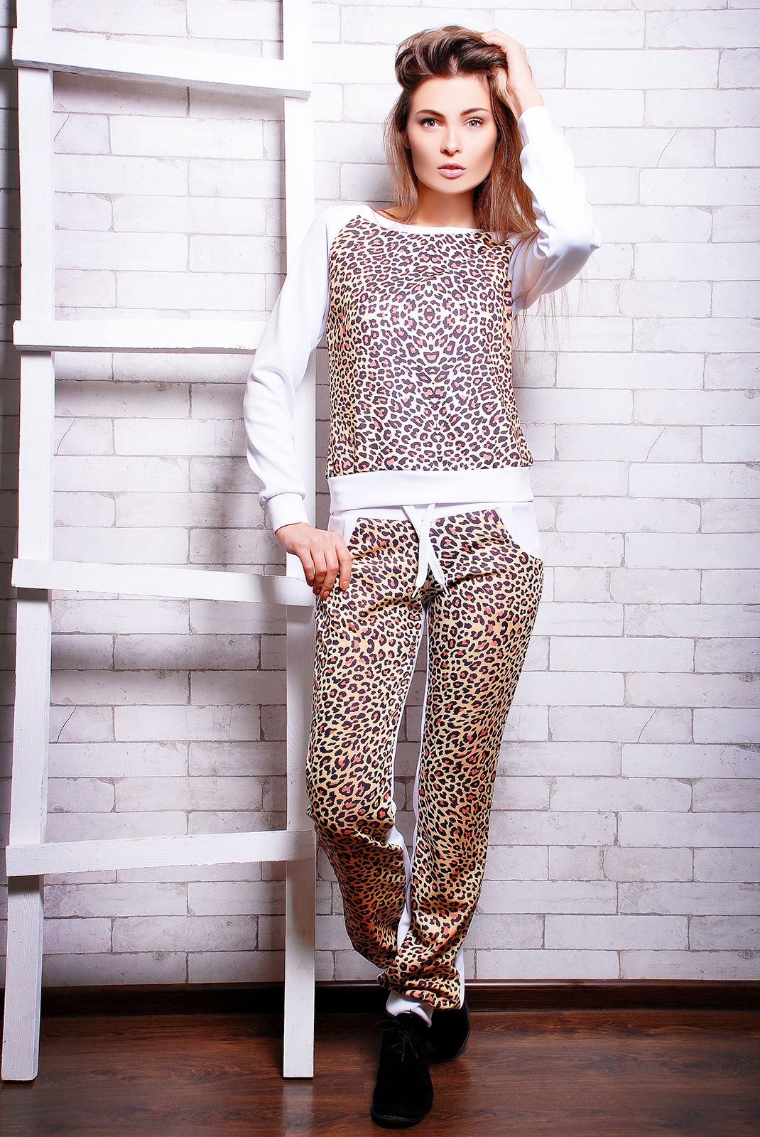 5687eebe5a9 Белый спортивный костюм с леопардовым принтом -
