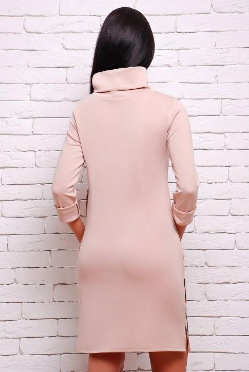 Бежевое платье с длинным воротником (фото 2)