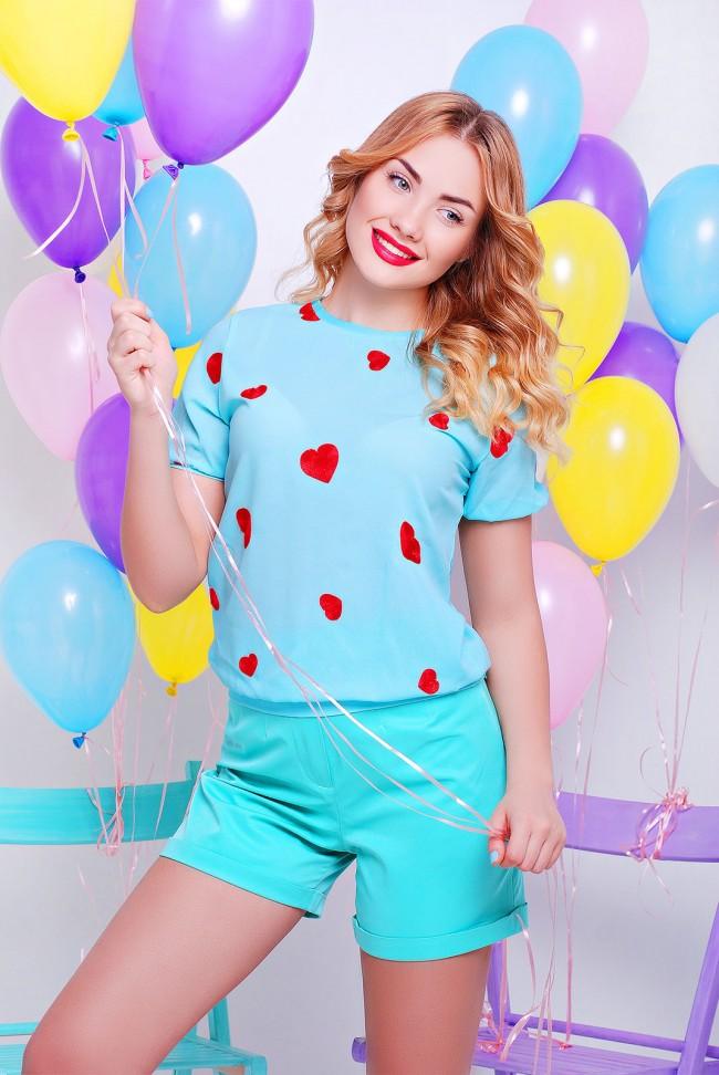 Голубая блузка с вышивкой