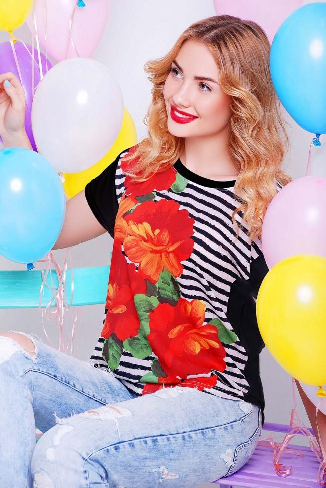 Женская футболка с цветами на полоске