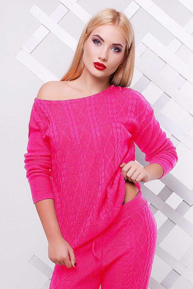 Яркий женский свитер розового цвета