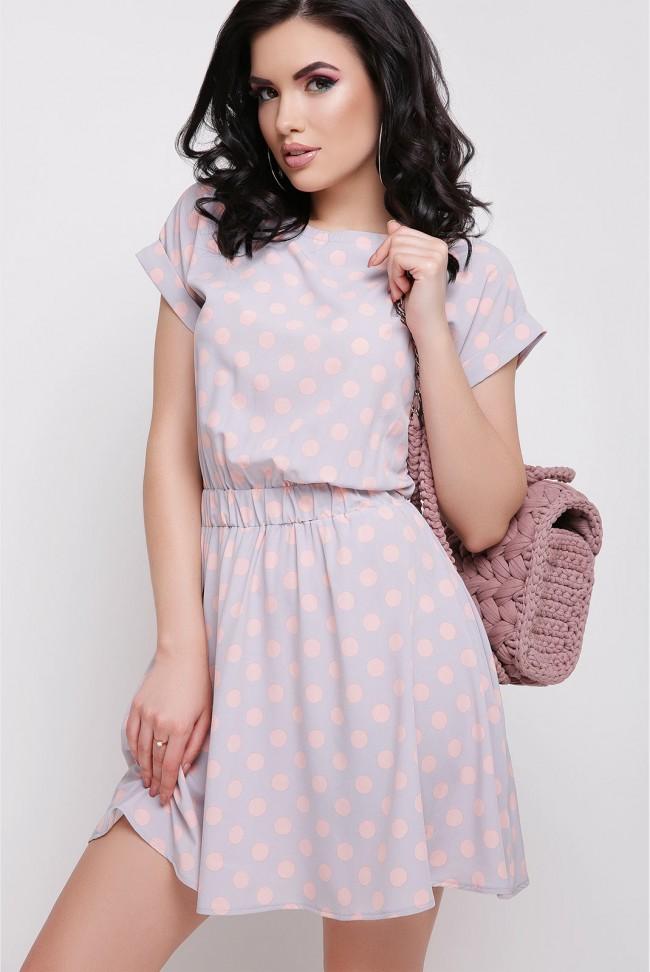 Серое платье в горошек персикового цвета