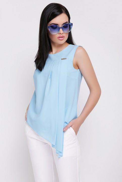 Голубая блузка без рукавов