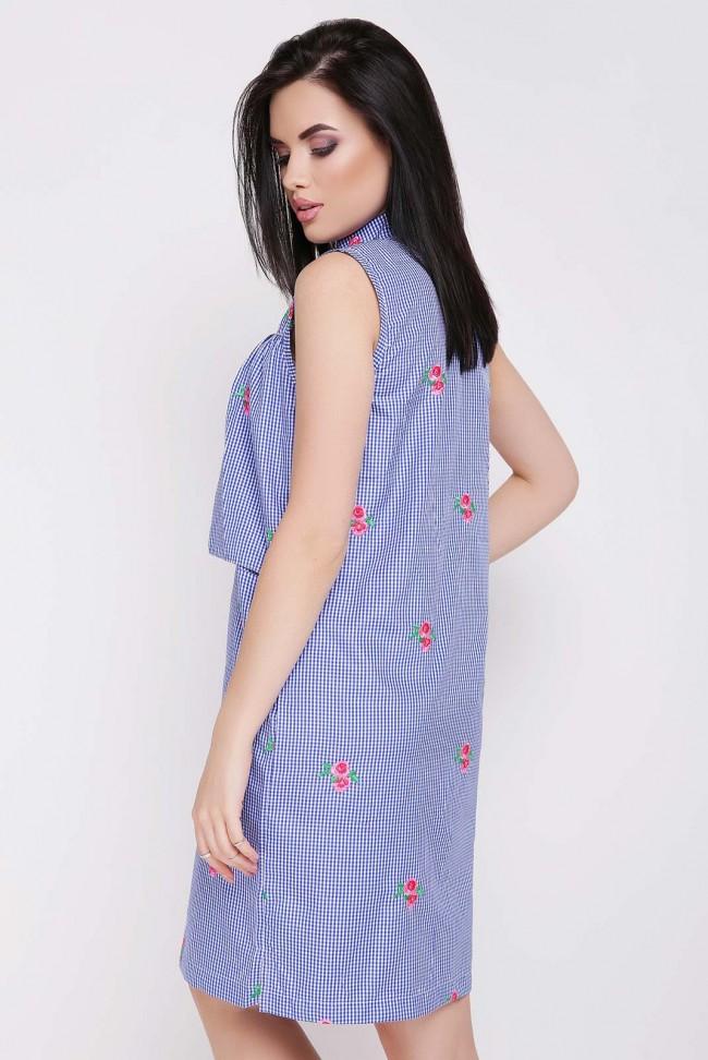 Синее платье в мелкую клетку