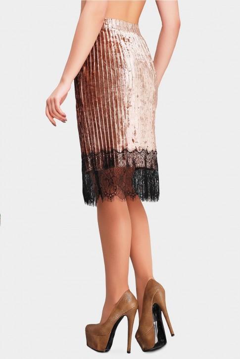 Стильная юбка золотого цвета из велюра (фото 2)