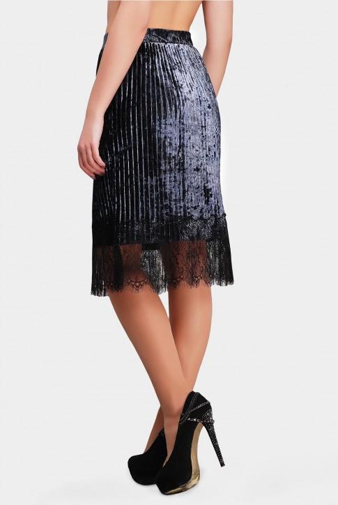 Блестящая юбка цвета серый графит с гипюром (фото 2)