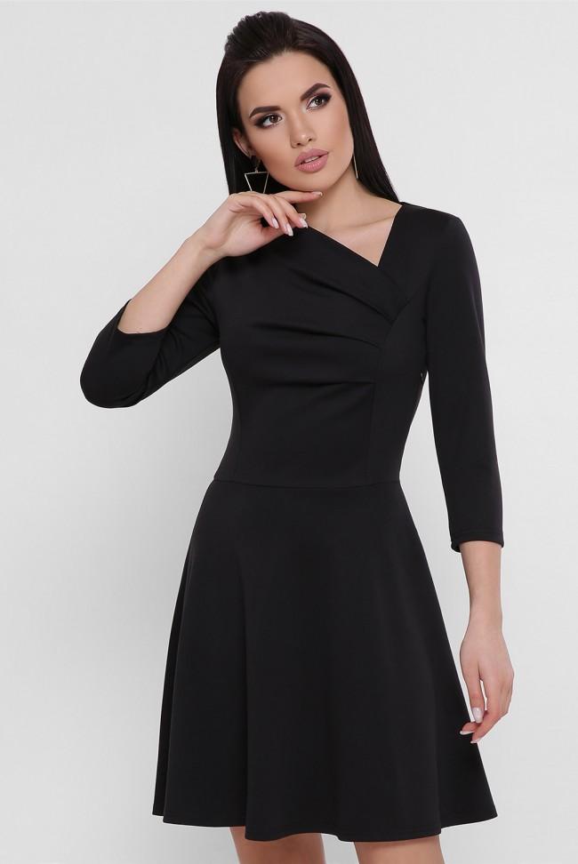 Короткое черное платье с драпировкой из джерси. PL-1751B