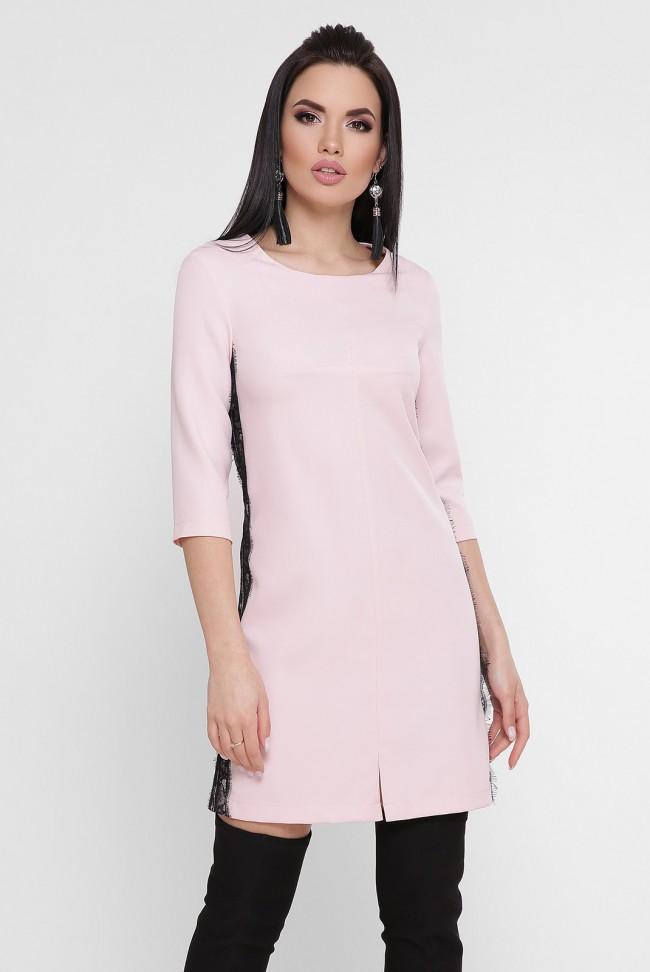 Короткое светло-розовое платье с черным гипюром. PL-1756B