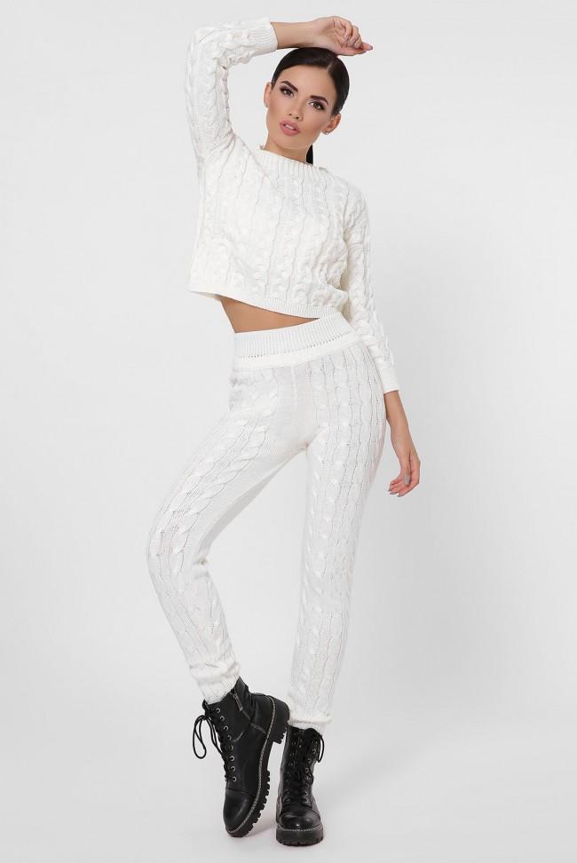 Вязаный костюм с коротким свитером молочного цвета. SKY0004